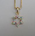 Золотистая цепочка с магендовидом из цветных камешков