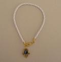 Белый браслет с золотистой хамсой