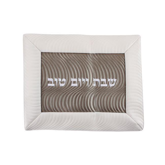 Салфетка для хал из искусственной кожи с вышивкой -  бело-коричневая