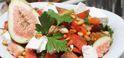 סלט עגבניות, פטה ותאנים – מרענן, טעים ומזין!
